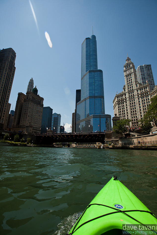 The bow of my kayak points upriver toward the Trump International Hotel and Tower on the north bank of the Chicago River. (Dave Tavani)