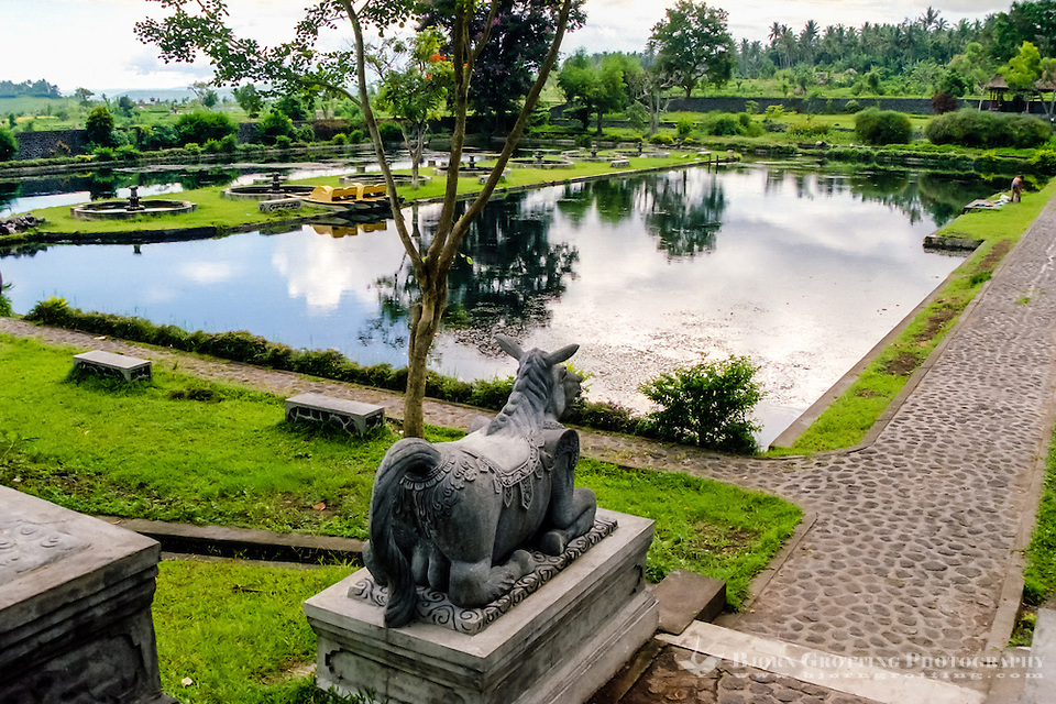 Bali, Karangasem. The Tirta Gangga water palace. This pool is not for swimming, but you can float around here in a small boat. (Photo Bjorn Grotting)