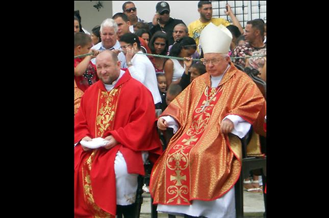 Wojciech Waldemar junto al también polaco y violador de niños Joseph Wesolowski, quien era Nuncio del Papa en Santo Domingo y actualmente está pendiente de juicio en el Vaticano.