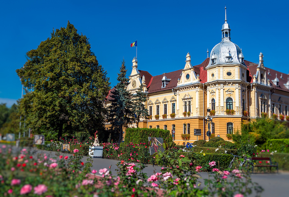 View of one of the many public buildings in the town of Brasov in the Transylvania region in Romania (Daniel Korzeniewski)