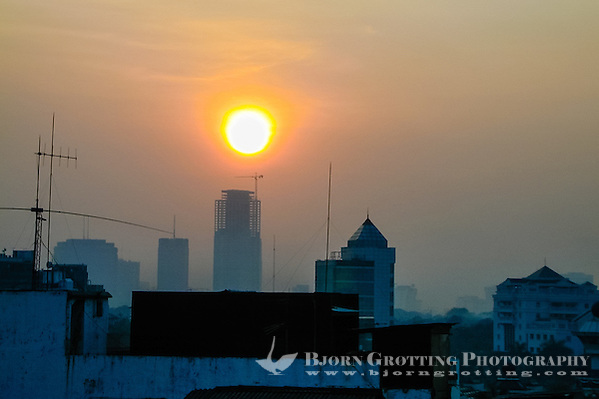 Indonesia, Java, Jakarta. The sun rises and a new day starts in the big city. From Blok M area. south Jakarta at 0530 in the morning. (Photo Bjorn Grotting)
