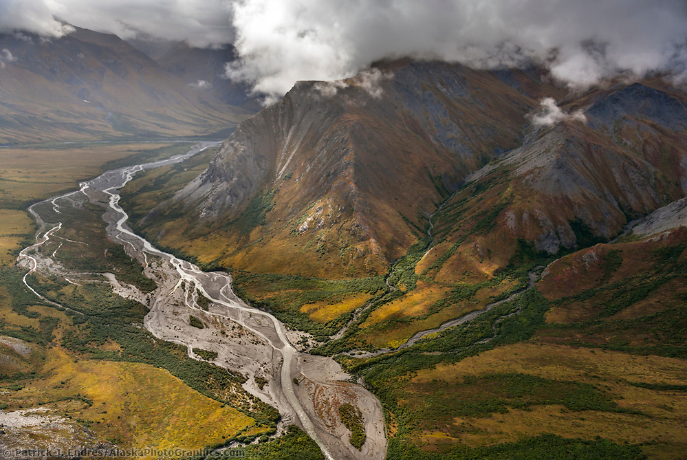 Itkillik River, Brooks Range mountains, Gates of the Arctic National Park, Alaska. (Patrick J. Endres / AlaskaPhotoGraphics.com)