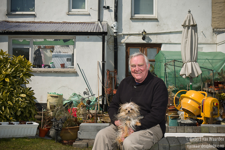 Peter Harman and his dog Chalkie at their home in Delabole, UK. (Robert van Waarden)