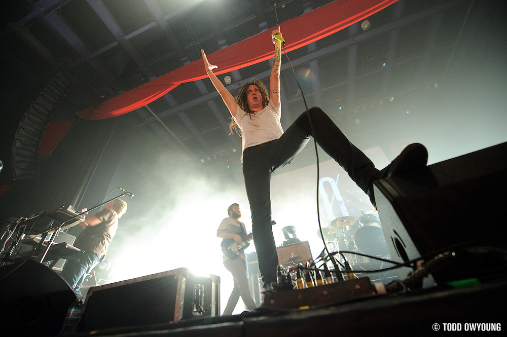 "Photos of Christian metalcore band Underoath performing at the Pageant in St. Louis on July 25, 2010 on ""The Cool Tour."" (© Todd Owyoung)"