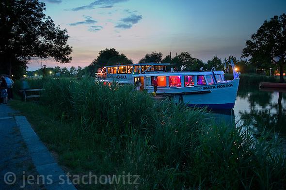Santa Monika pausing her travel from and back to Dortmund nearby the Henrichenburg boat lift. (Jens Stachowitz)