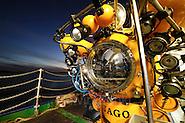 submersible JAGO on bord RV POSEIDON at the Lophelia sulareef in Norway | Mit dem deutschen Forschungstauchboot JAGO können zwei Personen (Pilot und ein Beobachter mit gutem Ausblick durch die Kuppeln) bis zu einer Tiefe von 400 Metern abtauchen. Wissenschaftler verschiedener Fachrichtungen haben somit die Möglichkeit vor Ort Untersuchungen, Erkundungen und Probennahmen durchzuführen. Die JAGO kann unter Wasser frei manövrieren - eine Kabelverbindung zum Schiff an der Wasseroberfläche ist bei ihr nicht nötig. Das Tauchboot-Team besteht aus Karen Hissmann, die die Überwachung der Tauchfahrt vom Mutterschiff durchführt und Jürgen Schauer, dem Piloten der JAGO. (Solvin Zankl)