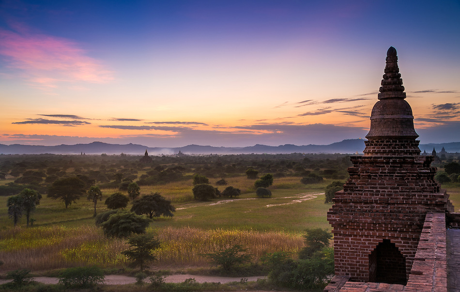 View of the sunset on the plains of Bagan from the Pyathada Phaya temple. (Daniel Korzeniewski)
