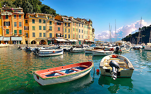 Harbour of Portofino . fashionable seaside fishing village for the wealthy .  Ligurian Coast. Italy (© Paul Williams 2009)
