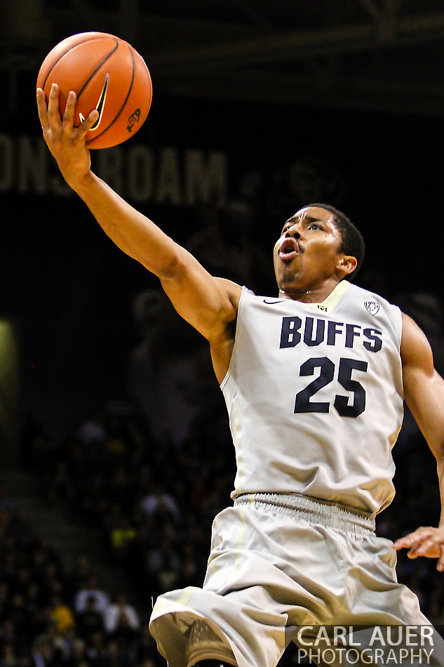 January 5th, 2014:  Colorado Buffaloes junior guard Spencer Dinwiddie (25) finger rolls a shot up in the first half of the NCAA Basketball game between the Oregon Ducks and the University of Colorado Buffaloes at the Coors Events Center in Boulder, Colorado (Carl Auer/ZUMAPRESS.com)