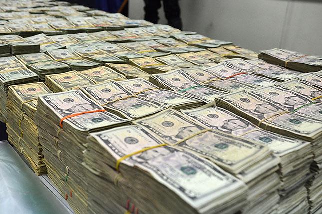 El precio del dólar sigue subiendo y sobrepasa los 43 pesos