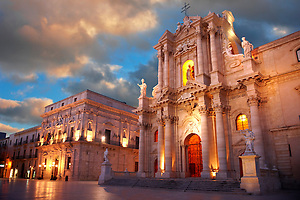 The Baroque  Duomo (cathedral) , Syracuse ( Siracusa) , Sicily (Paul Williams)