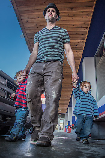 Will with his kids Atian and Braye outside the Bear Tooth, Anchorage (© 2013 Clark James Mishler)