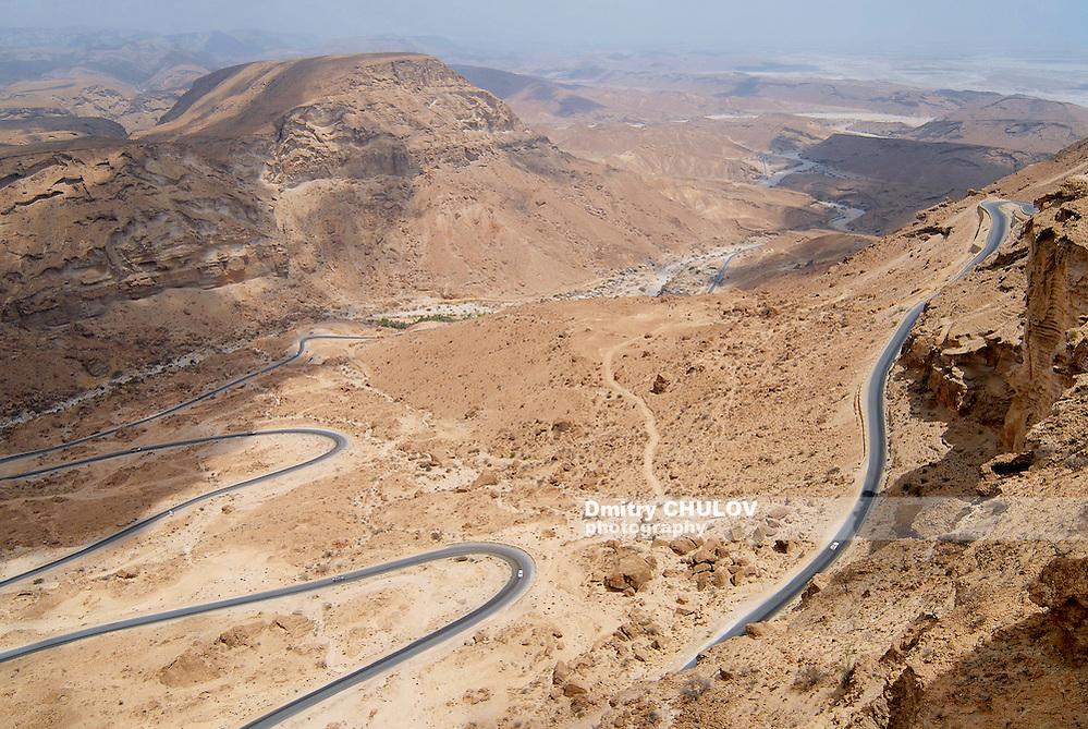 Winding mountain road from Al Mukalla to Aden in Yemen. (Dmitry Chulov)