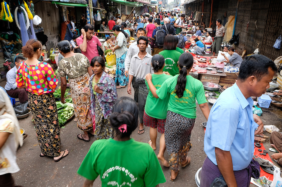YANGON, MYANMAR - CIRCA DECEMBER 2013: People walking and wandering around the street market of Yangon. (Daniel Korzeniewski)