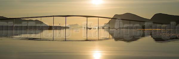 Panoramic view of Kvalsund Bridge, Nearby Fosnavåg, Norway in beutiful morning light | Panoramabilde i tidlig morgenlys ved Kvalsundbrua i Søre Vaulen, med flatt hav og spegling i sjøen (DigiArt Kay-Åge Fugledal)
