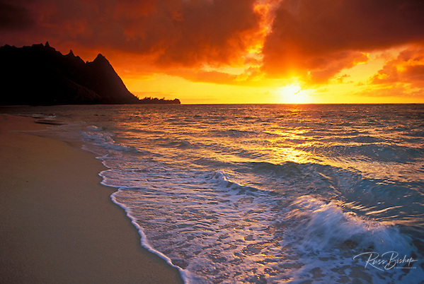 Sunset over surf, sand and peaks from Tunnels Beach, Ha'ena, Island of Kauai, Hawaii (Russ Bishop/Russ Bishop Photography)