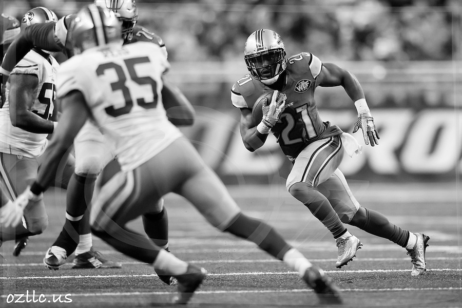 Detroit Lions running back Ameer Abdullah (21) rushes against the San Francisco 49ers during an NFL football game at Ford Field in Detroit, Sunday, Dec. 27, 2015. (AP Photo/Rick Osentoski) (Rick Osentoski/AP)
