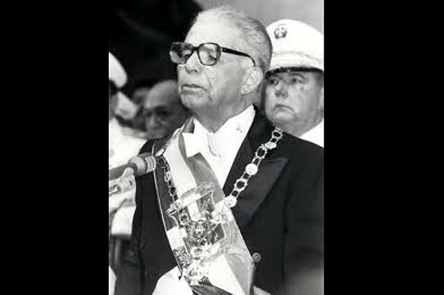 Joaquín Antonio Balaguer Ricardo (1 de septiembre de 1906 – 14 de julio de 2002) fue un abogado, escritor y político dominicano. Presidente de la República Dominicana en los periodos 1960-1962, 1966-1978 y 1986-1996.  Sirvió al sangriento dictador Rafael Trujillo entre 1930 y 1961. Sus gobiernos se caracterizaron por los crímenes y persecuciones políticas.