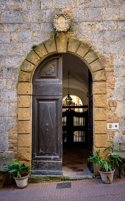 SAN GIMIGNANO, ITALY - CIRCA MAY 2015:  Typical entryway and door in San Gimignano in Tuscany (Daniel Korzeniewski)