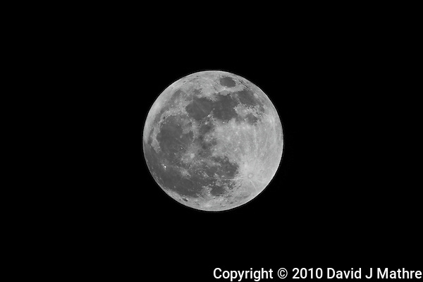 Almost Full Moon from New Jersey. Image taken with a Nikon D3x and 300 mm f/2.8 lens with TC-E 20 II Teleconverter. Tel(ISO 100, 600 mm, f/8, 1/400 sec) (David J Mathre)