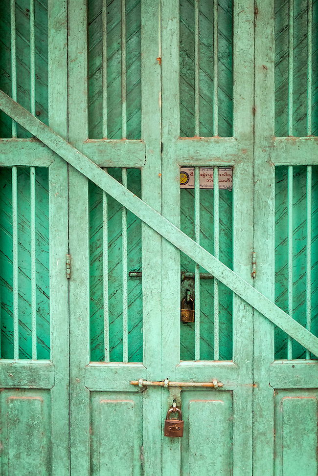 YANGON, MYANMAR - CIRCA DECEMBER 2013: View of a typical door in the streets of Yangon (Daniel Korzeniewski)