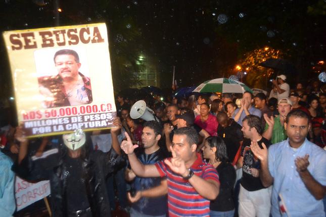 Protesta popular contra Leonel Fernádez