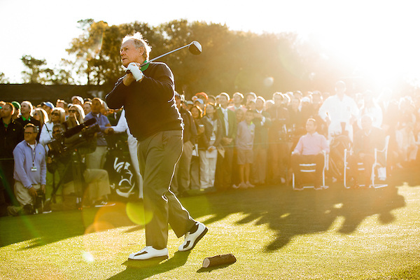 Six-time Masters champion Jack Nicklaus hits the ceremonial first tee shot to begin the 2016 Masters Tournament at Augusta National Golf Club. Golf: 2016 Masters Round 1 Thursday Augusta National/Augusta, GA,  04/07/2016 SI-14 TK1 Credit: Darren Carroll (Darren Carroll/Sports Illustrated)