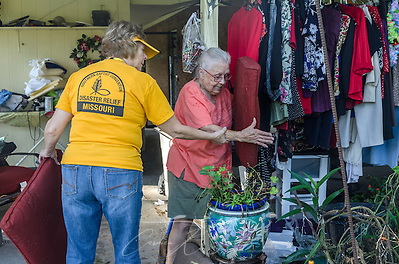 SBDR volunteer Sheila Gatlin, a member of Pisgah Baptist Church in Excelsior Springs, Mo., helps homeowner Fay McDowell find cushions for her dog kennel, Aug. 22, 2016, in Baton Rouge, La. McDowell, who attends Zoar Baptist Church in Baton Rouge, is one of thousands of Louisiana residents whose homes were damaged by floods last week. (Photo by Carmen K. Sisson) (Carmen K. Sisson/Cloudybright)