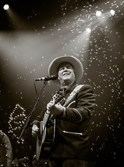 Robert Earl Keen and the Robert Earl Keen Band live in concert at the ACL Live Moody Theater in Austin, Texas, Saturday, December 19 2015. Photograph © 2015 Darren carroll (Darren Carroll)