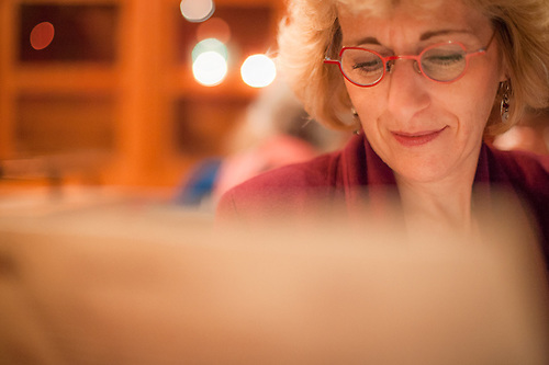 Mitzi reads the menue at Orsos, Anchorage (© Clark James Mishler)