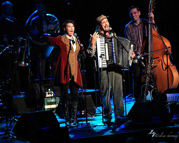 Jason Webley performs with special guest Amanda Palmer at the Moore Theatre, November 11th, 2011 (Elisa Sherman)