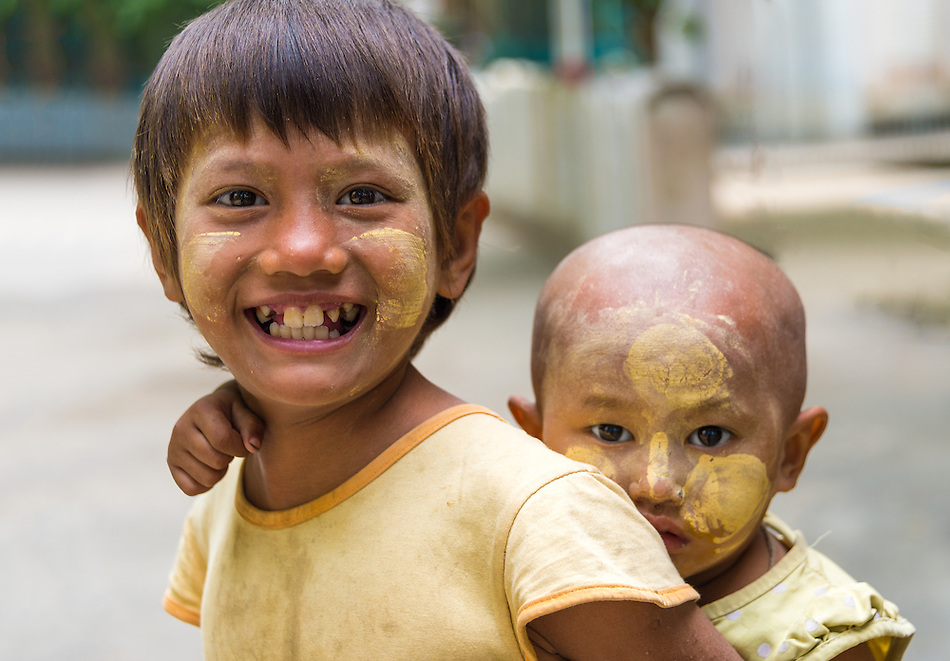 MANDALAY, MYANMAR - CIRCA DECEMBER 2013: Happy Burmese children playing in the streets of Amarpura in Myanmar (Daniel Korzeniewski)