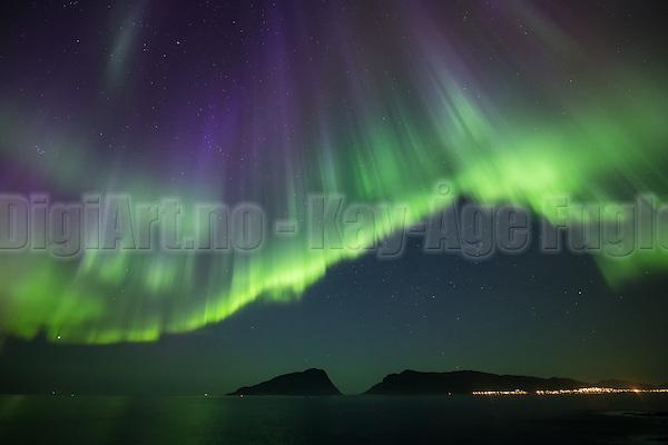 Tonight I had I great Northern Light (Aurora Borealis) experience. Normally we do not have such strong outbreakes on the west coast of Norway | I kveld hadde jeg en helt fantastisk nordlys opplevelse på Hidsneset. Jeg tror ikke jeg har sett så sterkt nordlys på våres kan før. (DigiArt Kay-Åge Fugledal)
