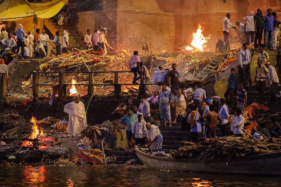 VARANASI, INDIA - CIRCA NOVEMBER 2016: Cremation in progess at the Manikarnika Ghat. This is is one of the oldest ghats in Varanasi, and most known for beign the primary place for Hindu cremations. The city of Varanasi is the spiritual capital of India, it is the holiest of the seven sacred cities in Hinduism and Jainism. (Daniel Korzeniewski)