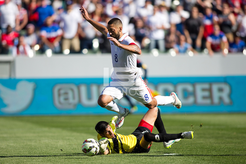 Carson, CA - Sunday, February 8, 2015 Clint Dempsey (8) of the USMNT beats goalkeeper Jaime Penedo (1) of Panama. The USMNT defeated Panama 2-0 during an international friendly at the StubHub Center. (Michael Janosz/isiphotos.com)