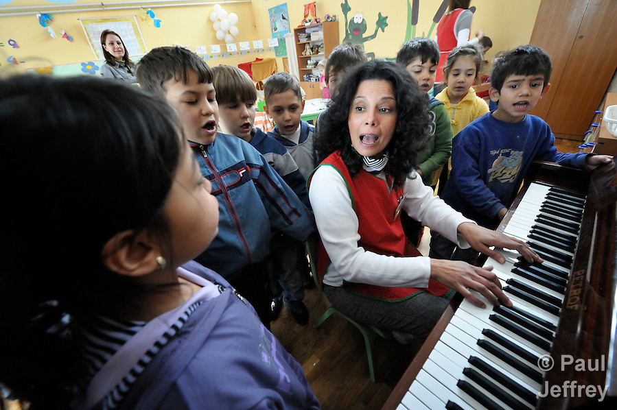 Sladjana Nedeljkovic, a Roma teacher at the Nasa Radost preschool in Smederevo, Serbia, leads children in singing. The children are all Roma, and most are from families who came to the area as refugees from Kosovo. The school's work is supported by Church World Service. (Paul Jeffrey)