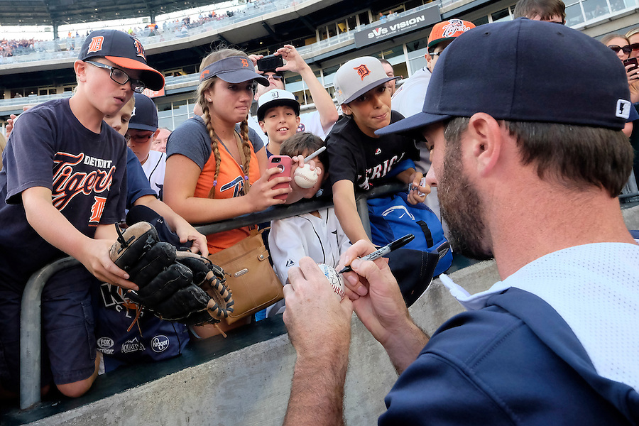 Aug 7, 2015; Detroit, MI, USA; Detroit Tigers starting pitcher Justin Verlander (35) signs autographs before the game against the Boston Red Sox at Comerica Park. Mandatory Credit: Rick Osentoski-USA TODAY Sports (Rick Osentoski/Rick Osentoski-USA TODAY Sports)
