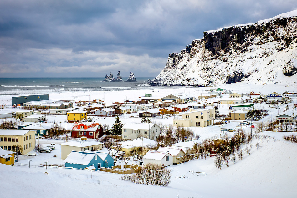 VIK, ICELAND - CIRCA MARCH 2015: View of the town of Vik during winter time in Iceland (Daniel Korzeniewski)