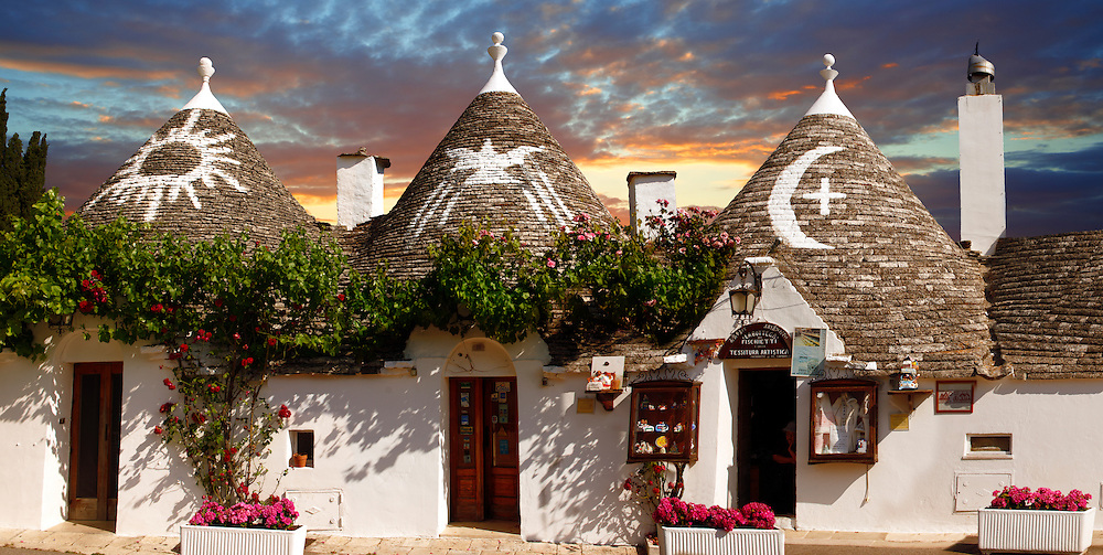Trulli houses of the Rione Monti Area of Alberobello, Puglia, Italy. (By Travel photographer Paul Williams. http://www.funkystock.eu)