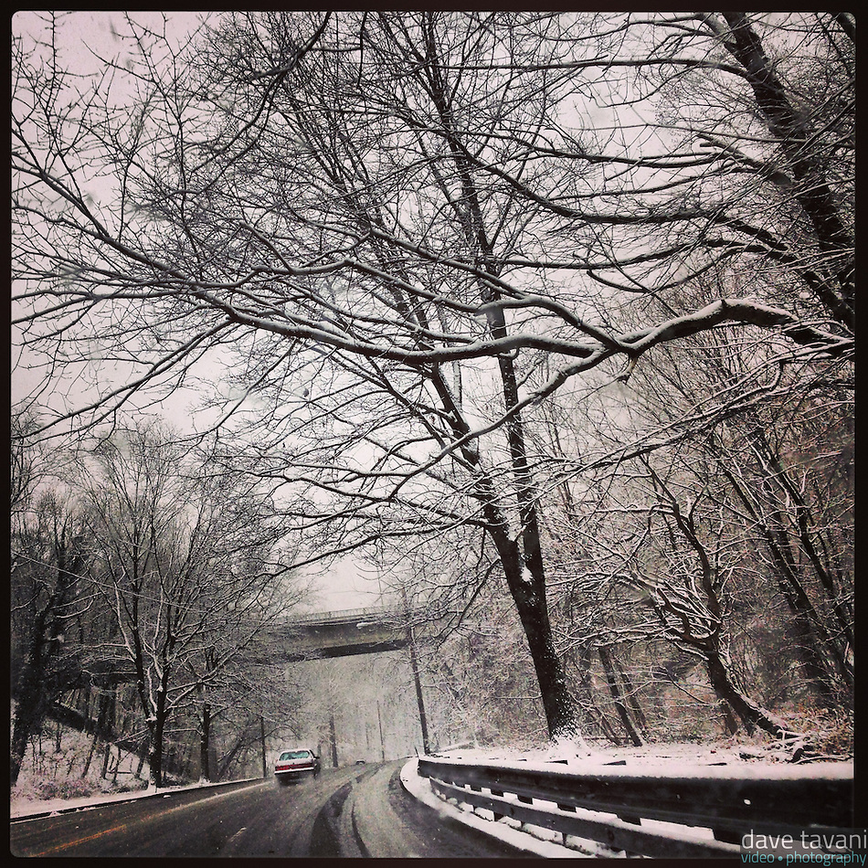 Snow falls on the inbound Lincoln Drive approaching Walnut Lane on December 29, 2012. (Dave Tavani)
