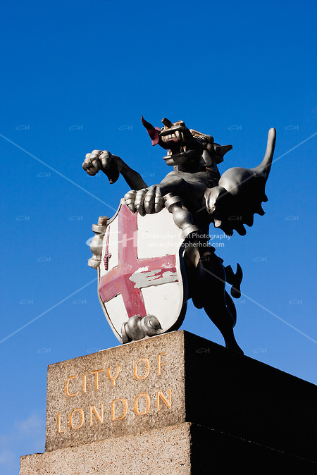 dragon stands at the entrance to the city of london, england (Christopher Holt LTD London UK, Christopher Holt LTD - LondonUK, Christopher Holt LTD/Image by Christopher Holt - www.christopherholt.com)
