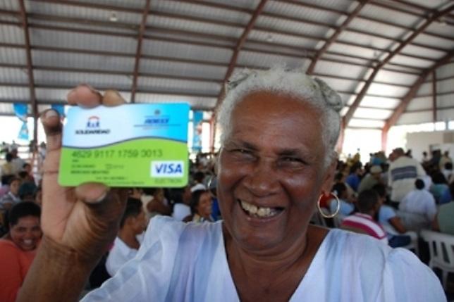"""Hipólito acusa al gobierno  de """"chantajear""""  beneficiarios de Tarjeta de Solidaridad"""