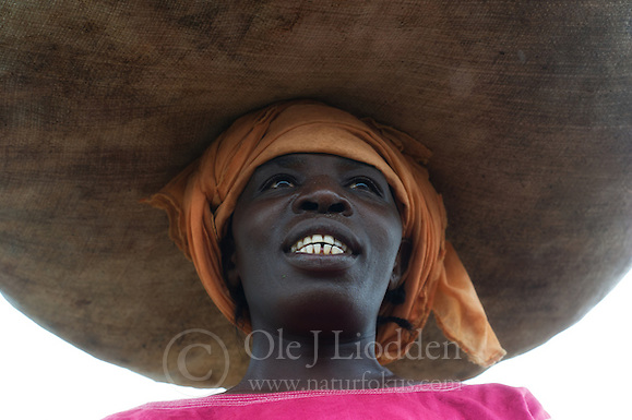 African woman carrying vegetables on her head, Kigali, Rwanda (Ole Jørgen Liodden)