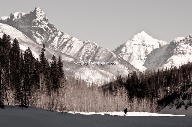 outdoor photography, man photographing glacier national park winter scene (Tony Bynum/tonybynum.com)