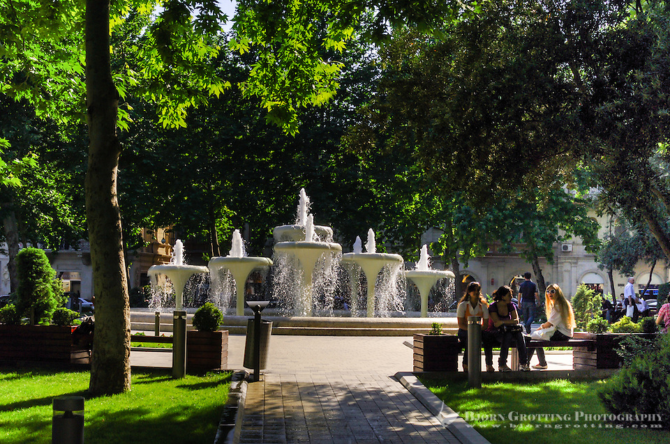 Azerbaijan, Baku. Green park and fountains. (Photo Bjorn Grotting)