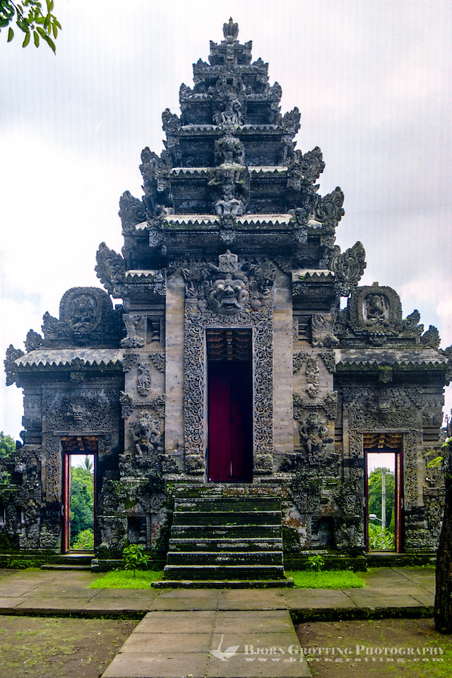 Bali, Bangli, Pura Kehen. The back of the entrance of Pura Kehen, an important temple from the 13th century. (Photo Bjorn Grotting)
