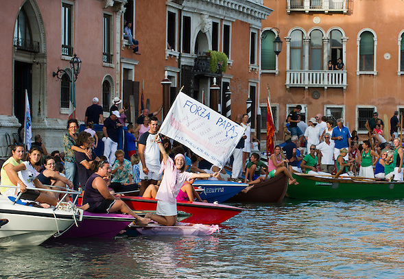 Every year, the first Sunday of September, the Historical Regatta comes back in Venice, the most traditional among the venetian events, which took place for the first time the 10th of January 1315 under the rule of the doge Giovanni Soranzo (Marco Secchi)