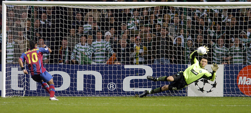 14TH SEP 2004, CELTIC V BARCELONA CHAMPIONS LEAGUE TIE AT CELTIC PARK, DAVID MARSHALL SAVES PENALTY FROM RONALDINHO, ROB CASEY PHOTOGRAPHY. (ROB CASEY/ROB CASEY PHOTOGRAPHY)