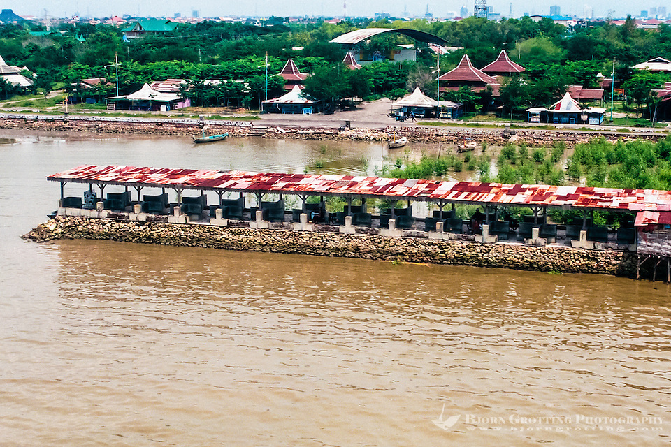 Java, East Java, Surabaya. This pier is a popular meeting place for sweethearts (from helicopter) (Bjorn Grotting)