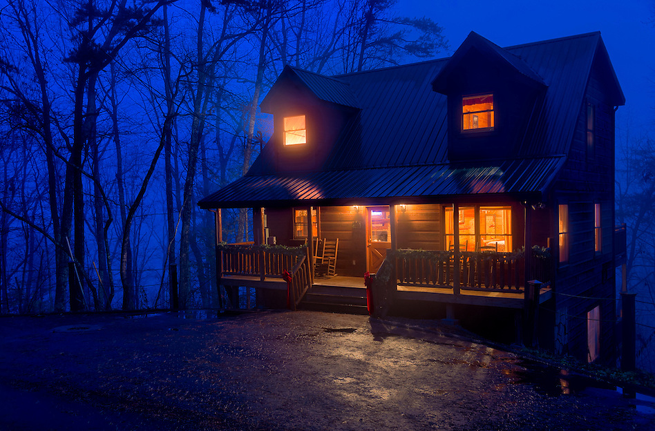 View of tipycal cabin log in the Smoky Mountain National Park area. (Daniel Korzeniewski)